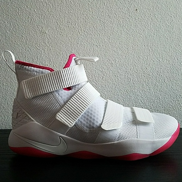 premium selection 28339 c2380 Nike LeBron Soldier 11